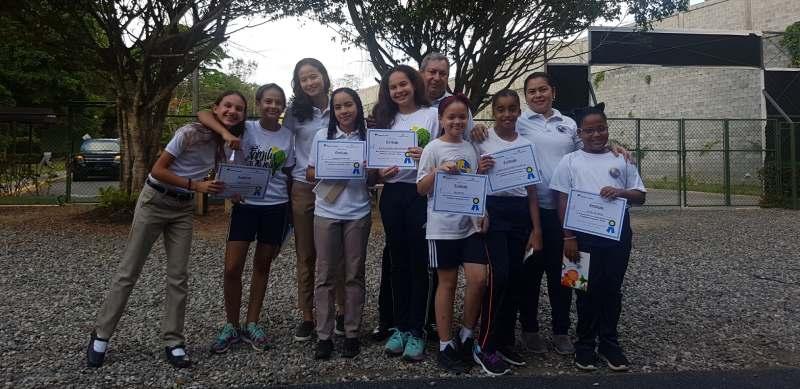 Santillana reconoce estudiantes del ISSD